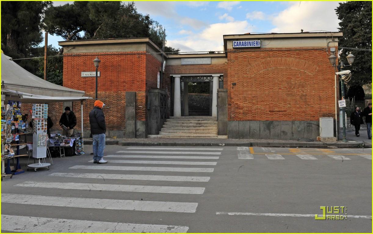 leonardo dicaprio bar refaeli play in pompei 16