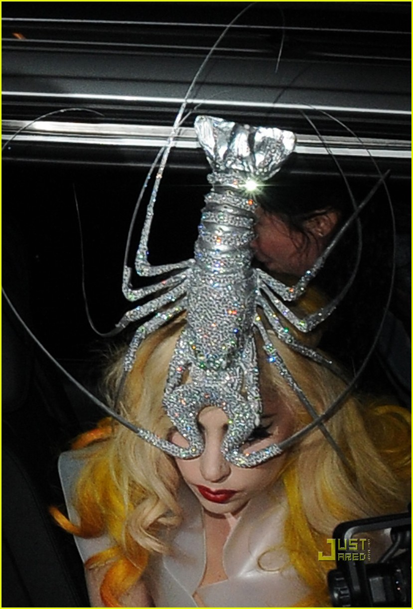 lady gaga lobster head 01
