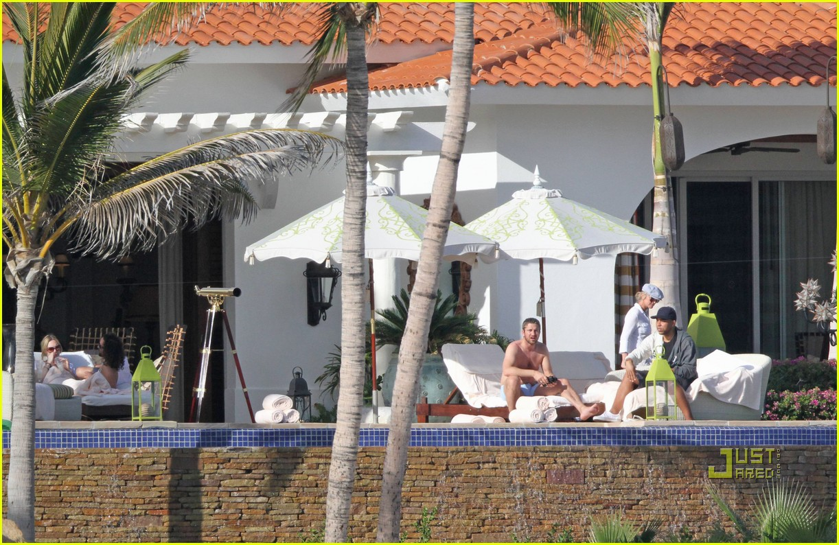 gerard butler jennifer aniston cabo birthday 09