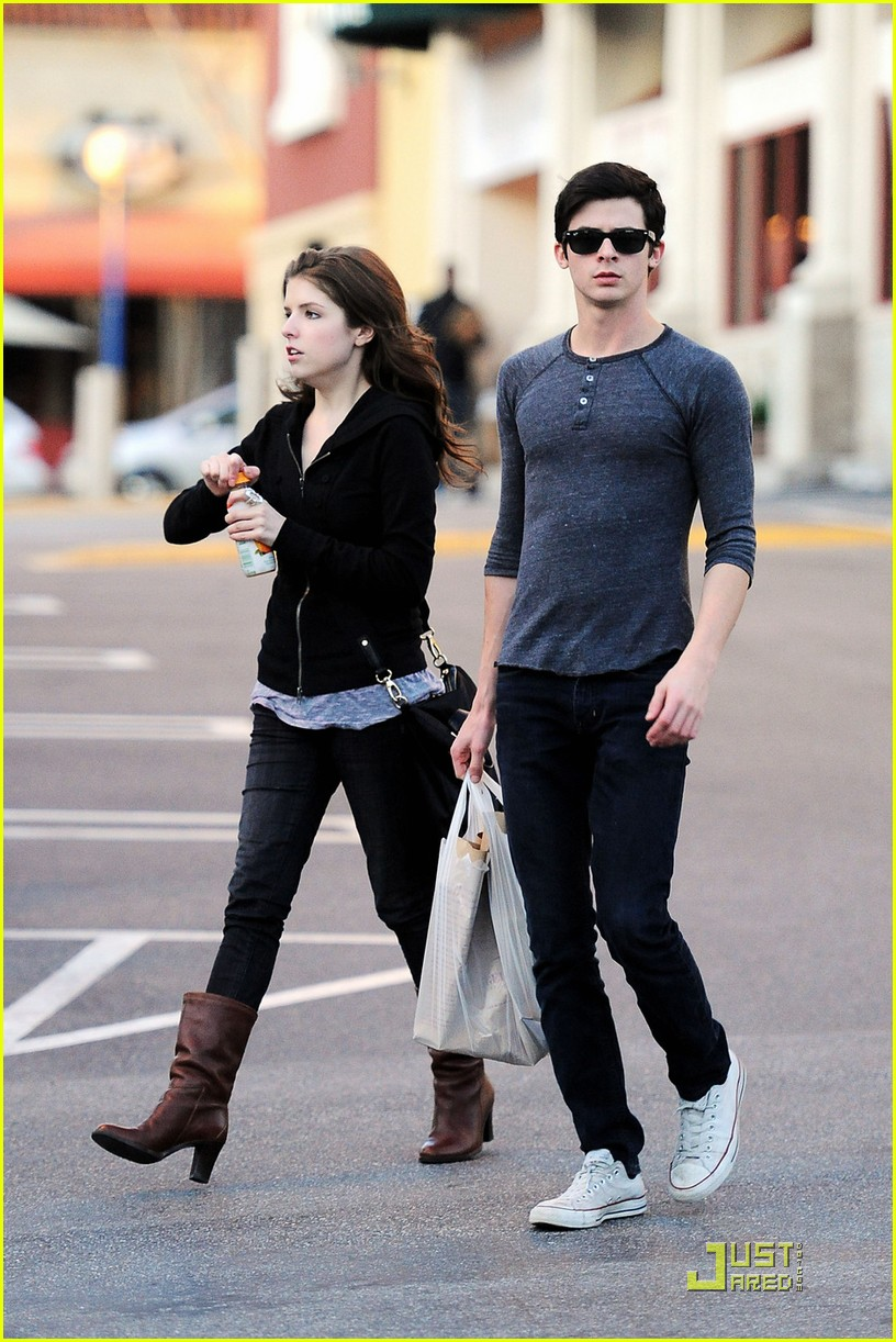 Full Sized Photo of anna kendrick is up for groceries 05 ... Robert Pattinson Dating
