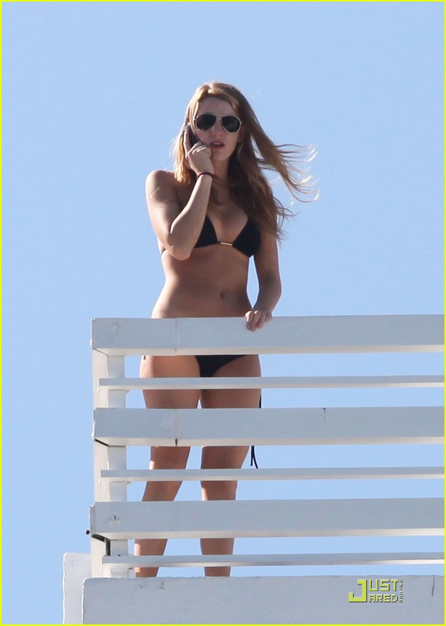 blake lively basks on the balcony 08