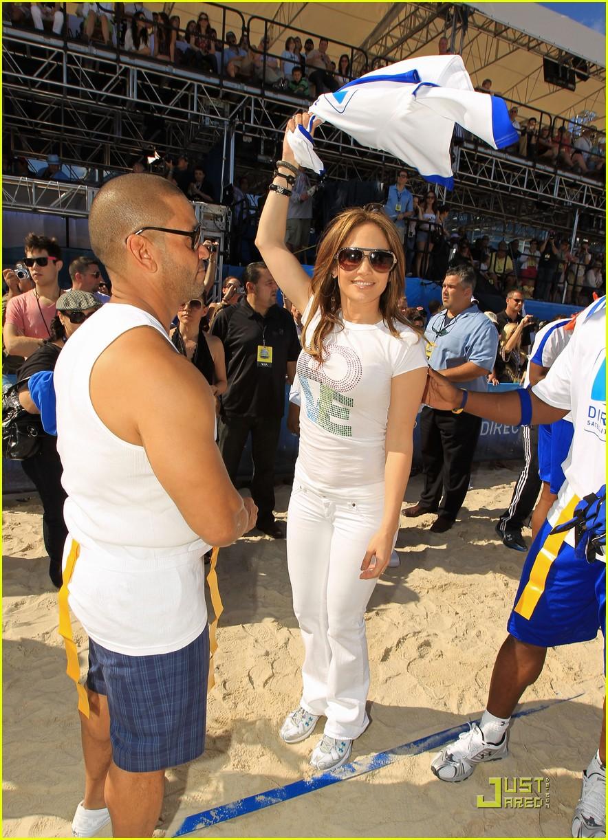 jennifer lopez directv celebrity beach bowl 17