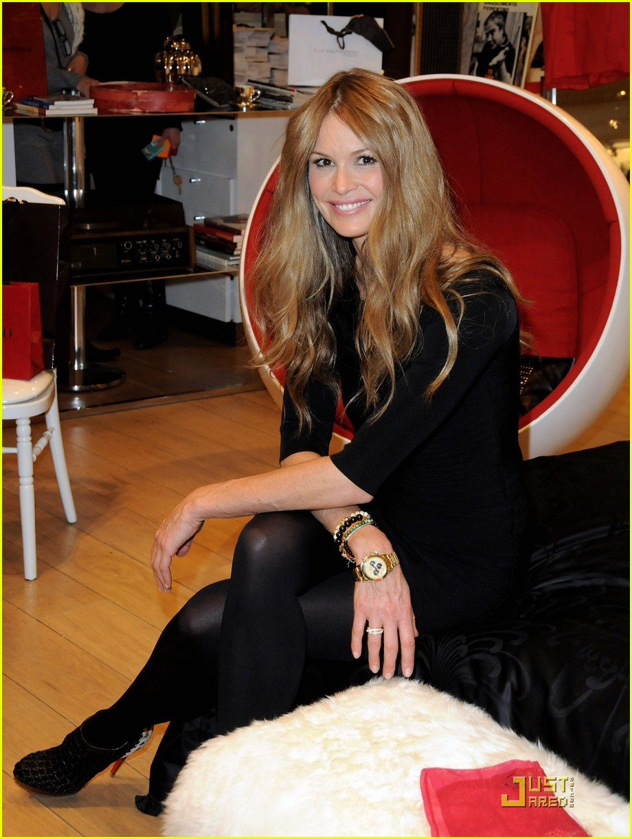 elle macpherson host of britains next top model 09