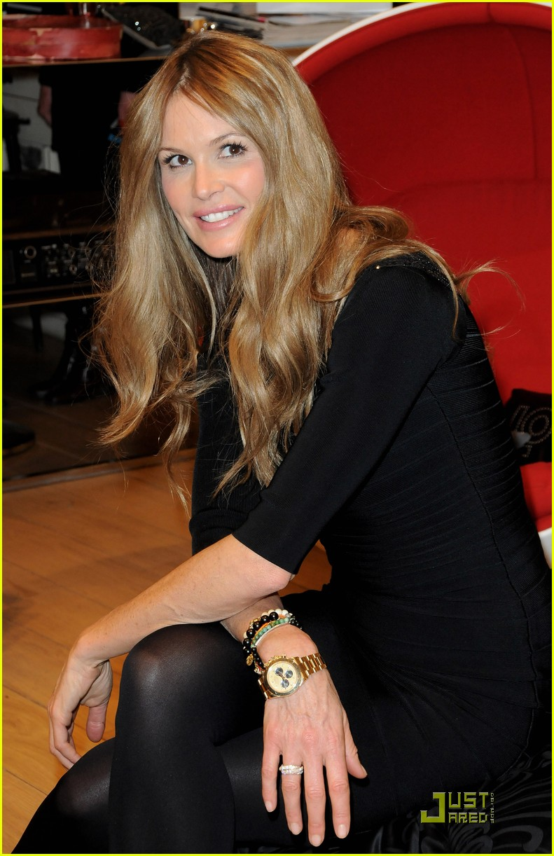 elle macpherson host of britains next top model 11