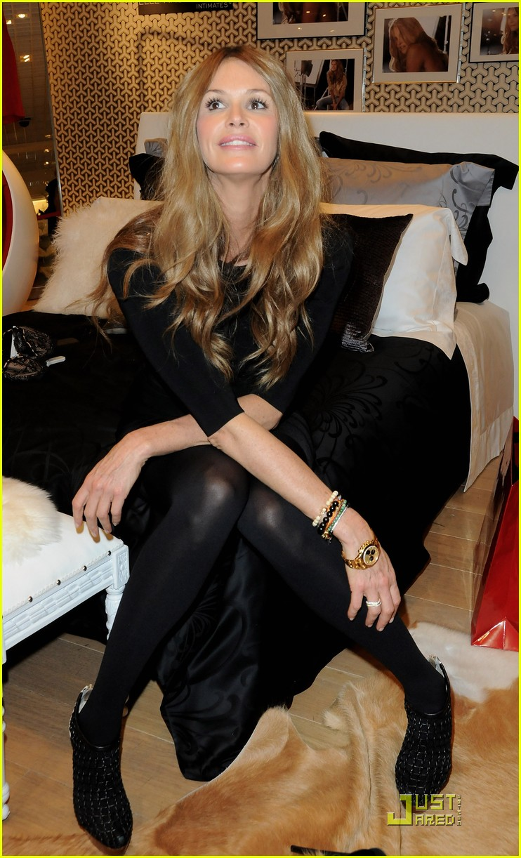 elle macpherson host of britains next top model 17