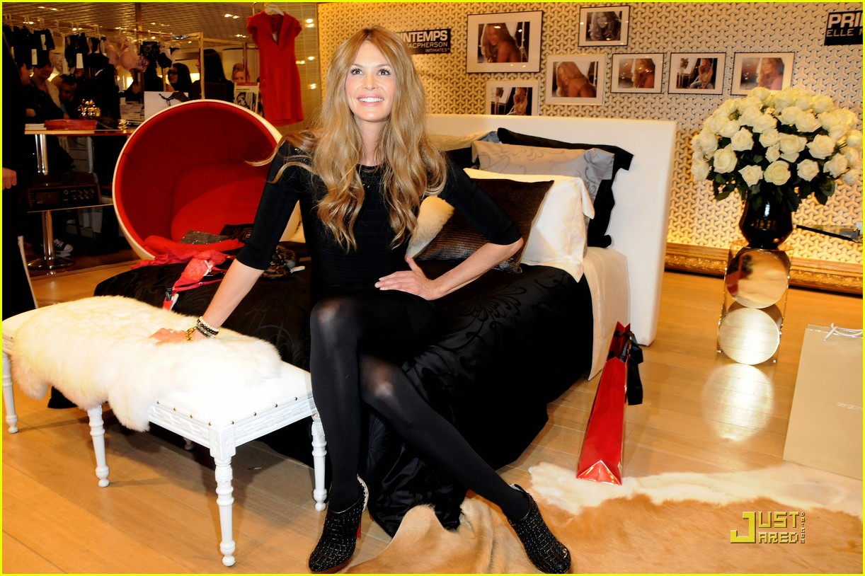elle macpherson host of britains next top model 18
