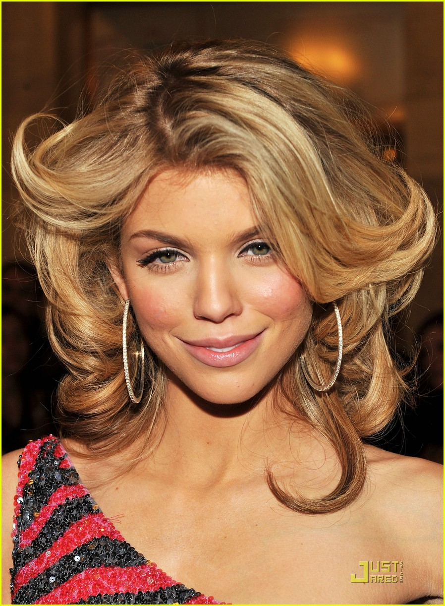 annalynne mccord cutout kisses 02