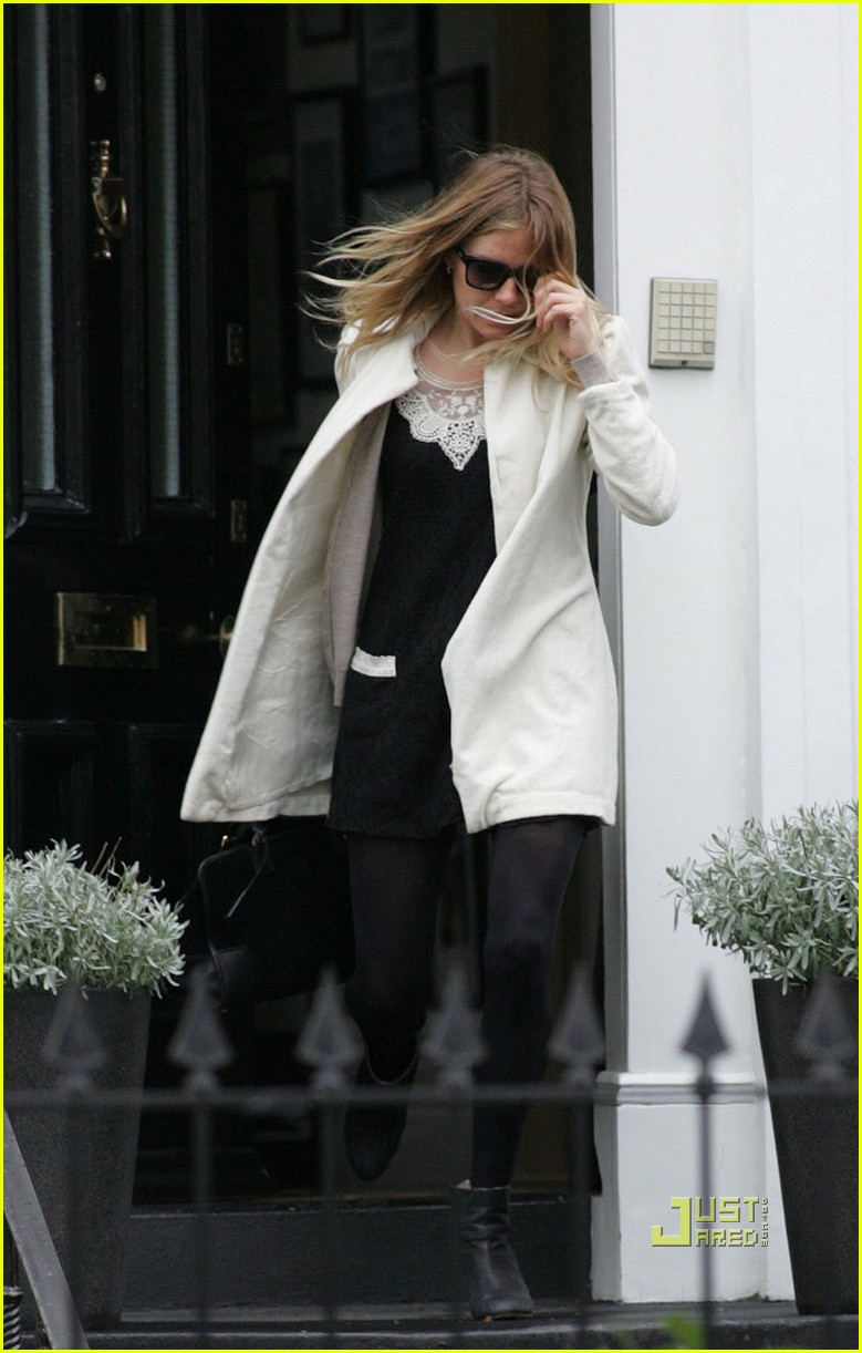 sienna miller leaves jude law house 05