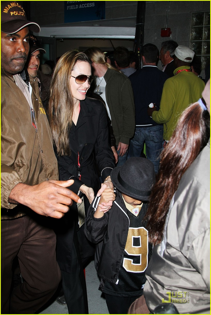 angelina jolie brad pitt superbowl sweethearts 052426028