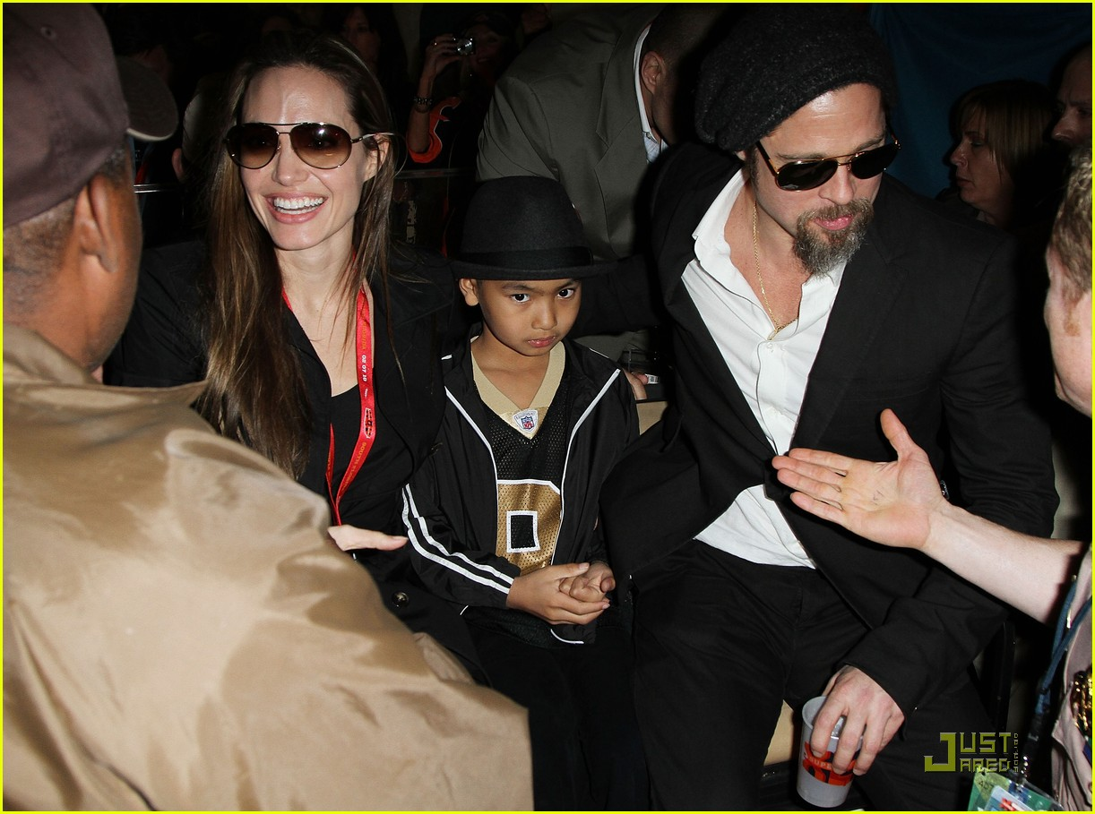 angelina jolie brad pitt superbowl sweethearts 09