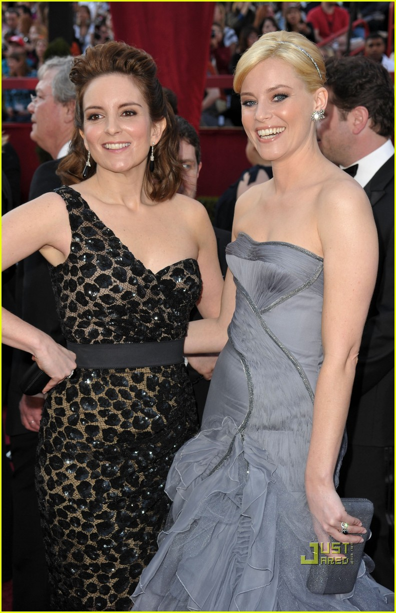 tina fey 2010 oscars red carpet 03