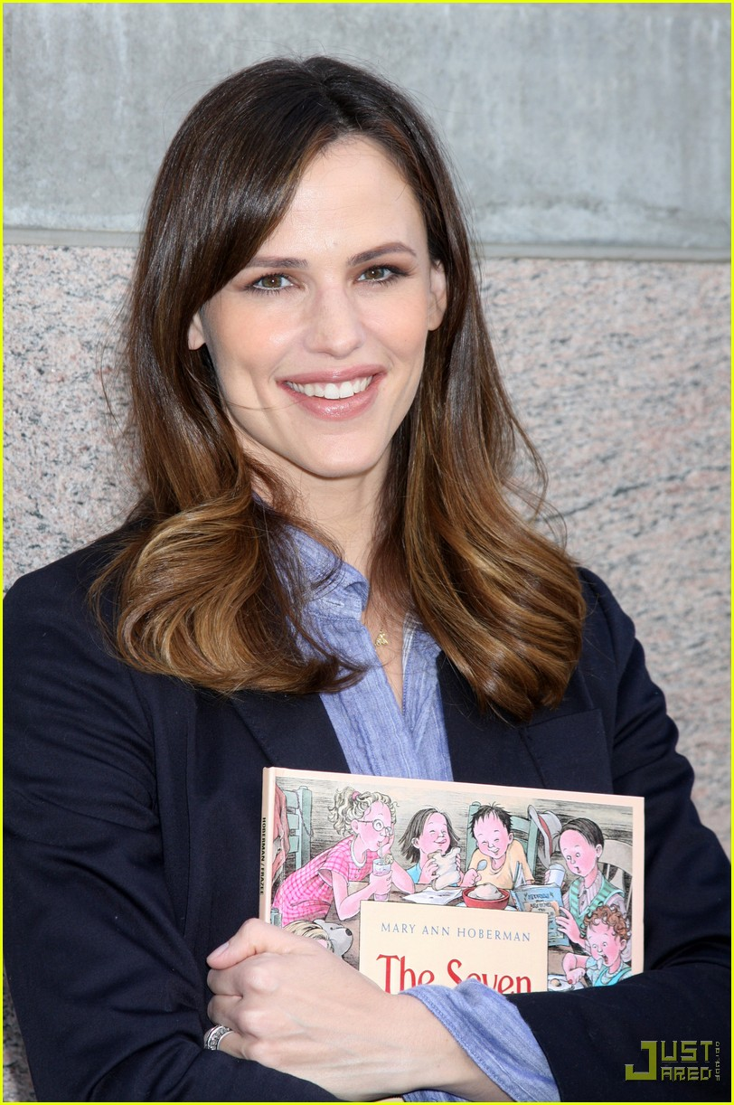 jennifer garner milk and bookies 09