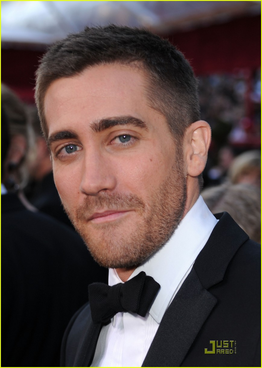 Jake Gyllenhaal Oscars 2010 Red Carpet Photo 2432891
