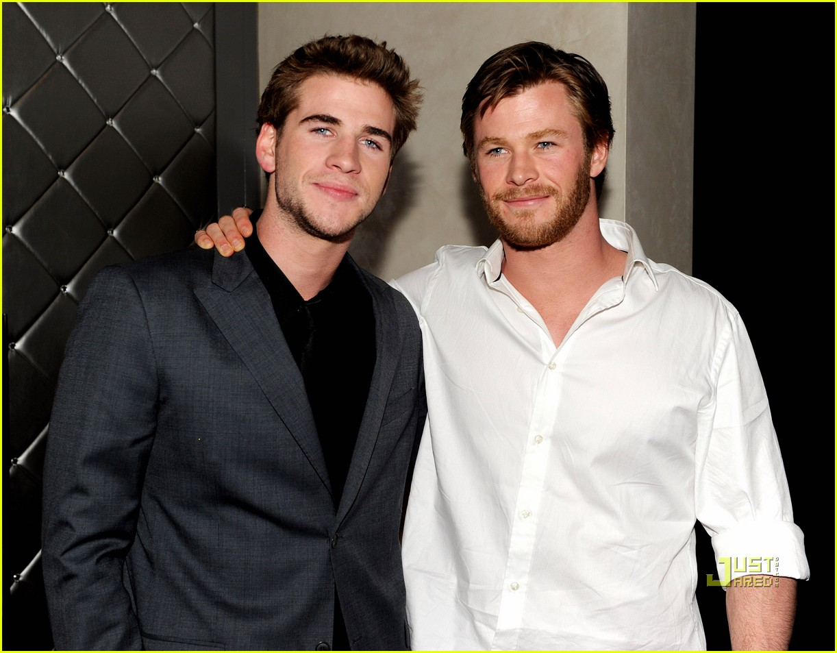 chris hemsworth liam hemsworth last song premiere 01