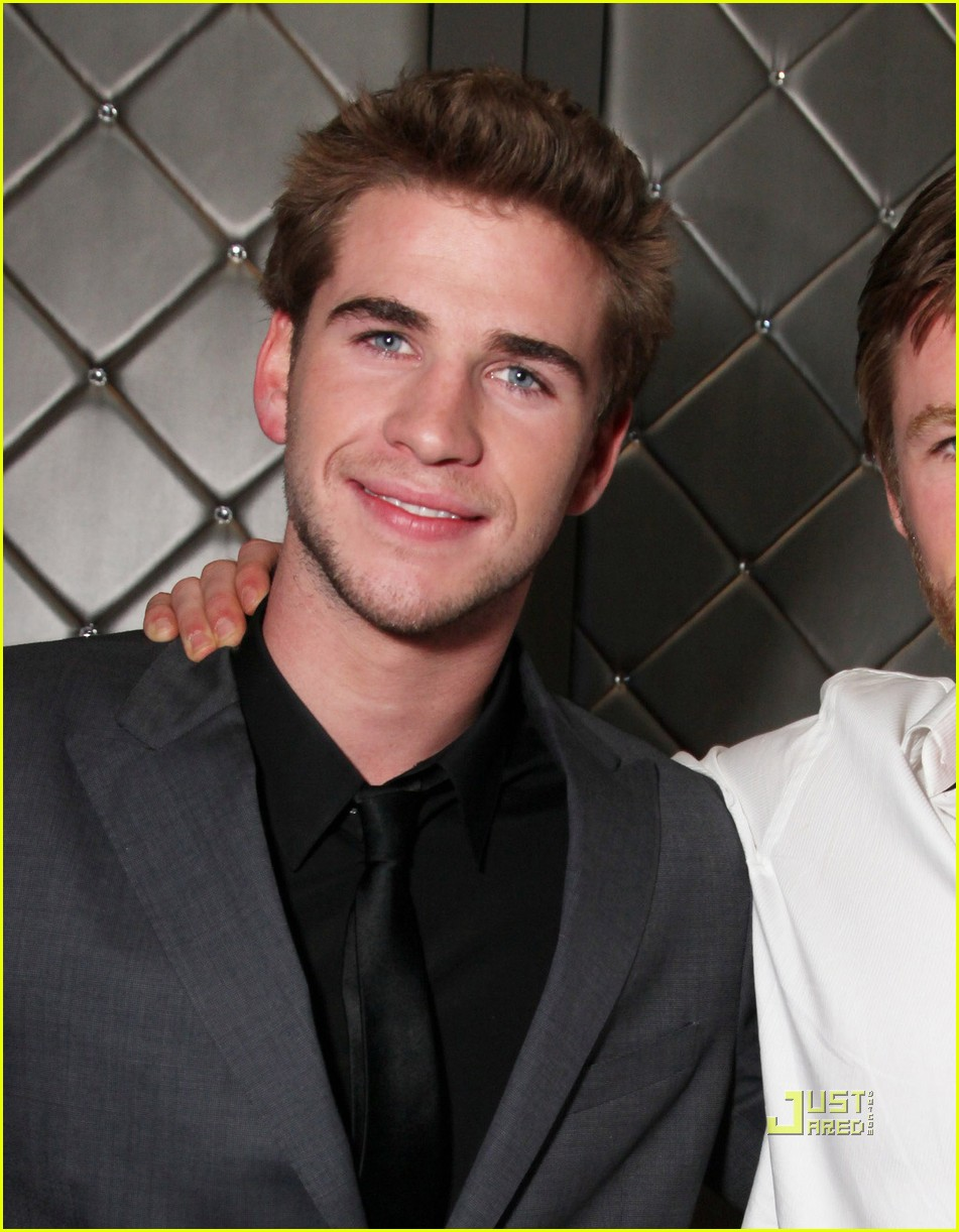 chris hemsworth liam hemsworth last song premiere 04