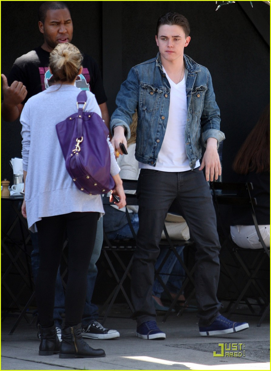 jesse mccartney licks up lunch 05
