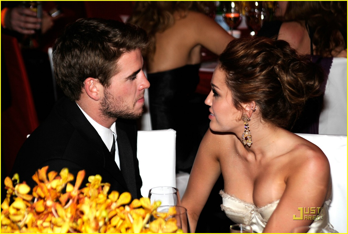 miley cyrus liam hemsworth elton john 01