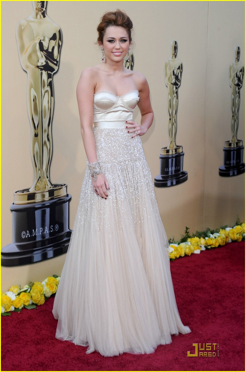 Miley Cyrus -- Oscars 2010 Red Carpet: Photo 2432764 ...