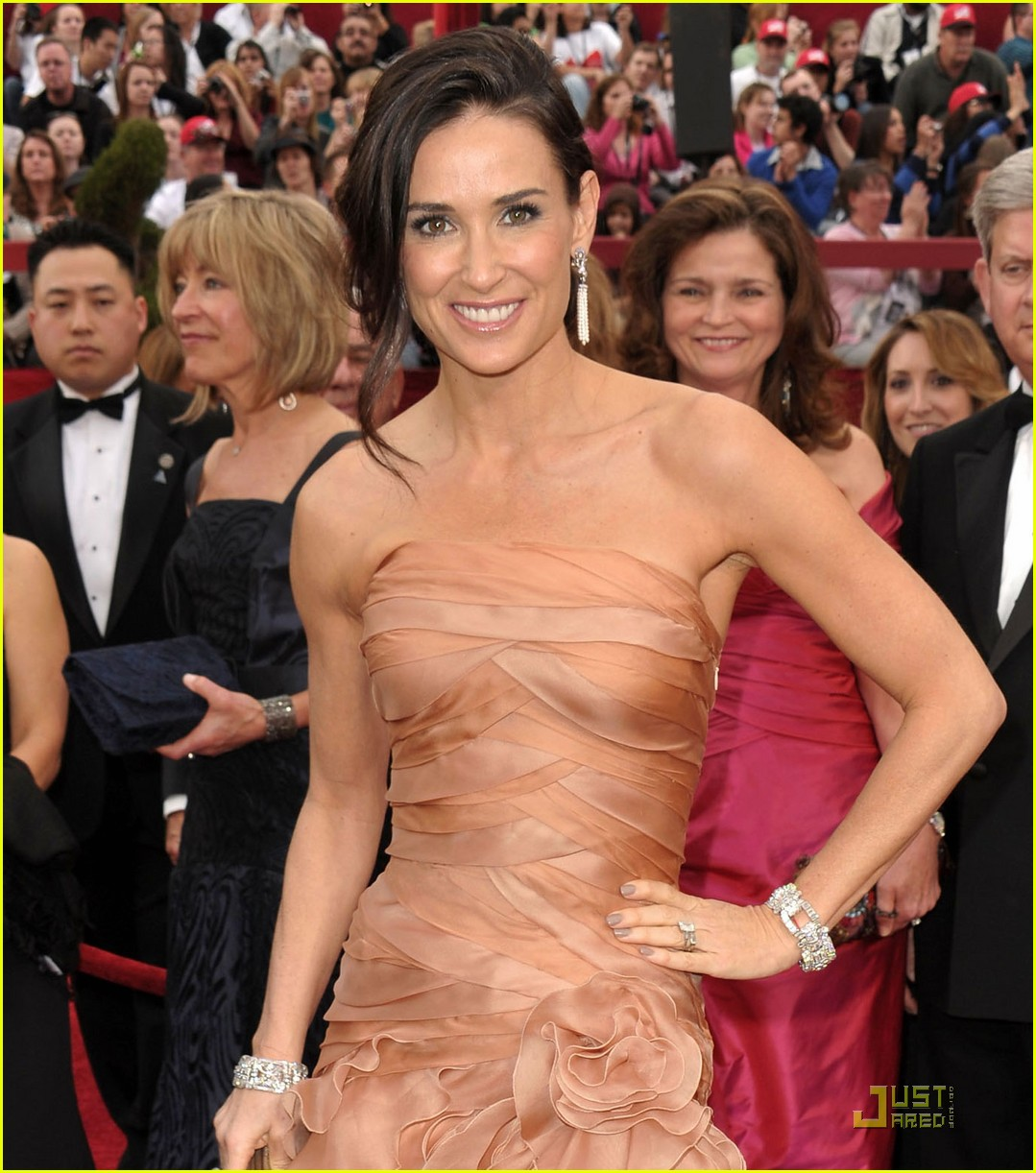 demi moore oscars 2010 red carpet 04