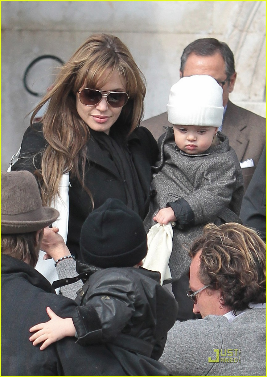 angelina jolie brad pitt quality twins 01