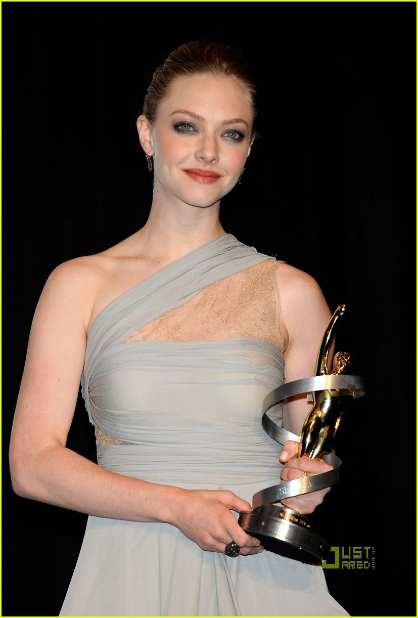 amanda seyfried showest breakthrough female star of the year 07