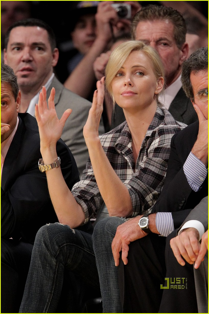 charlize theron gym lakers game 03
