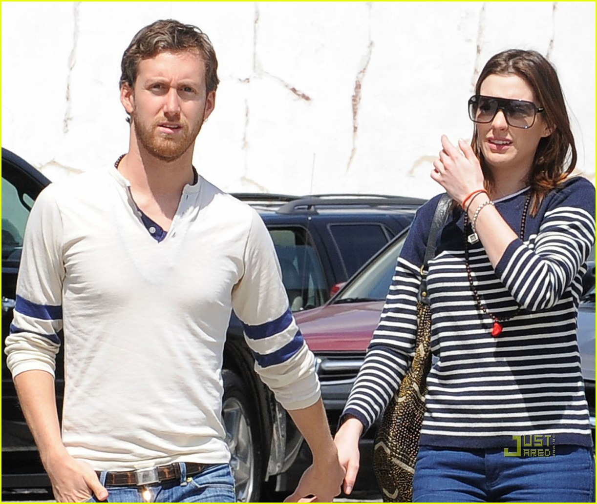 anne hathaway striped sweater lunch adam shulman 022439515