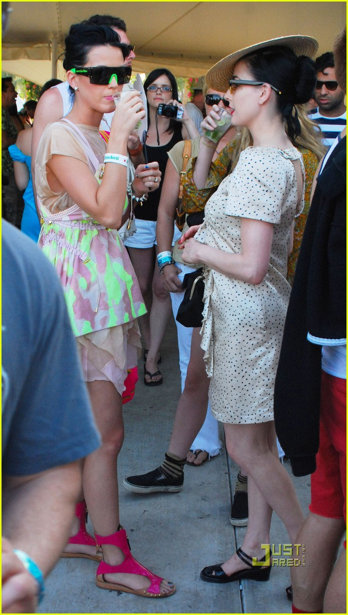 dita von teese katy perry coachella day 3 032443895