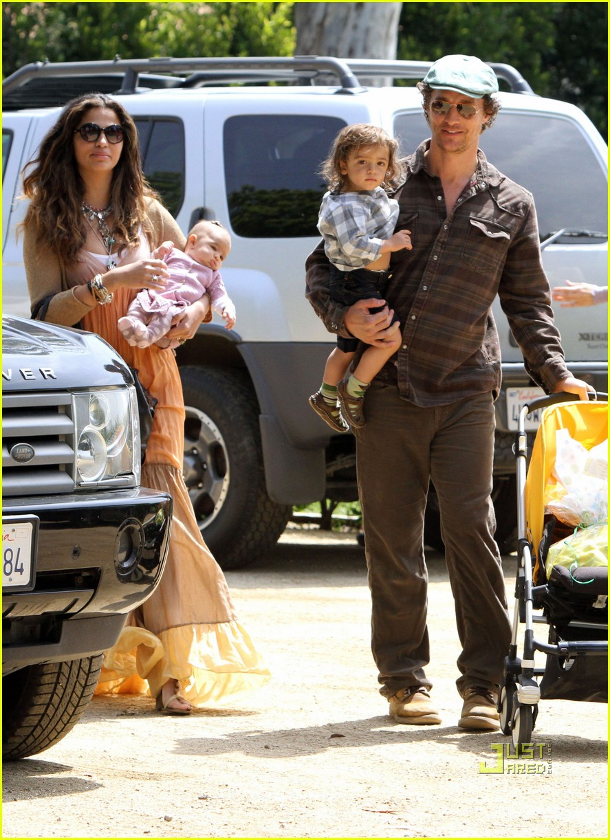 matthew mcconaughey family weekend fun 01