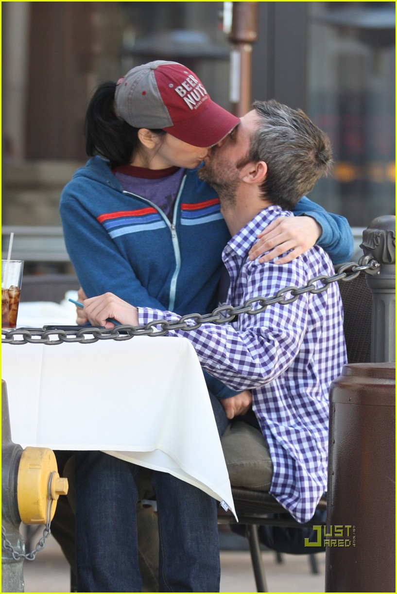 sarah silverman alec sulkin kissing couple 01
