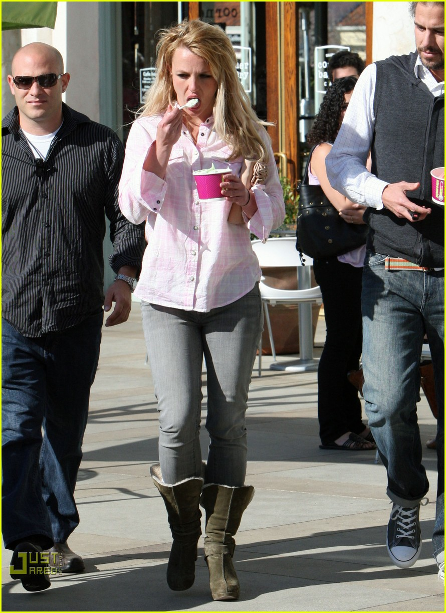 britney spears menchies frozen yogurt jason trawick 13