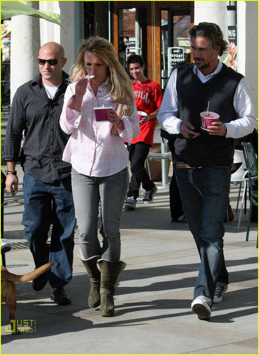 britney spears menchies frozen yogurt jason trawick 16