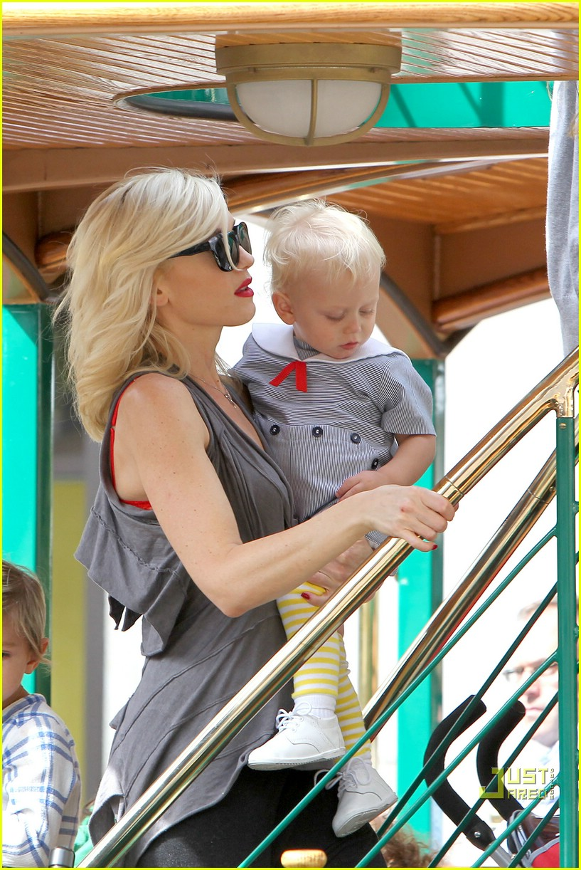 gwen stefani bonding boys 07