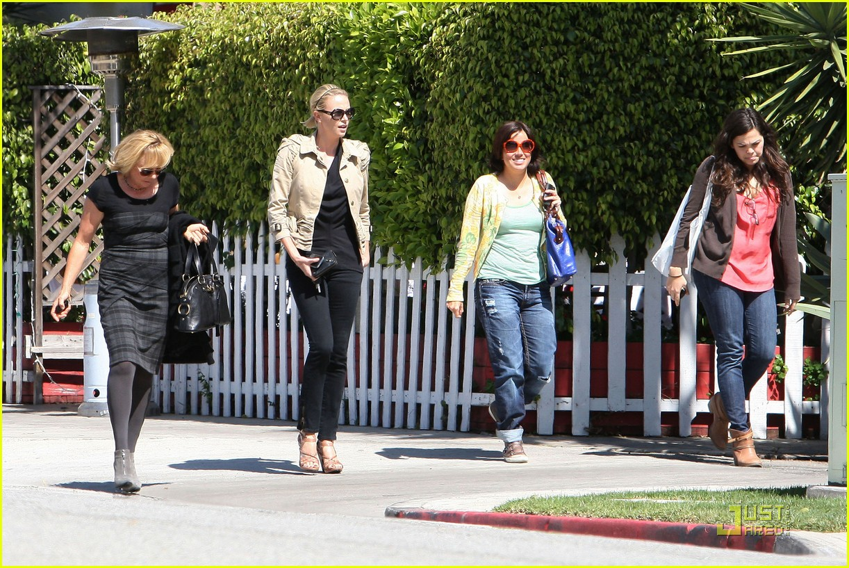 Full Sized Photo Of Charlize Theron Food Friends 03