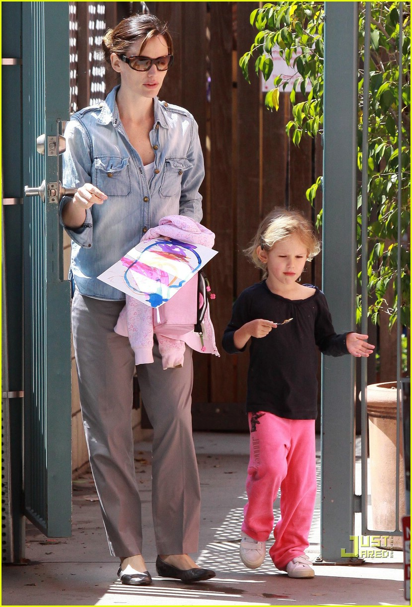 violet affleck smiles jennifer garner 08