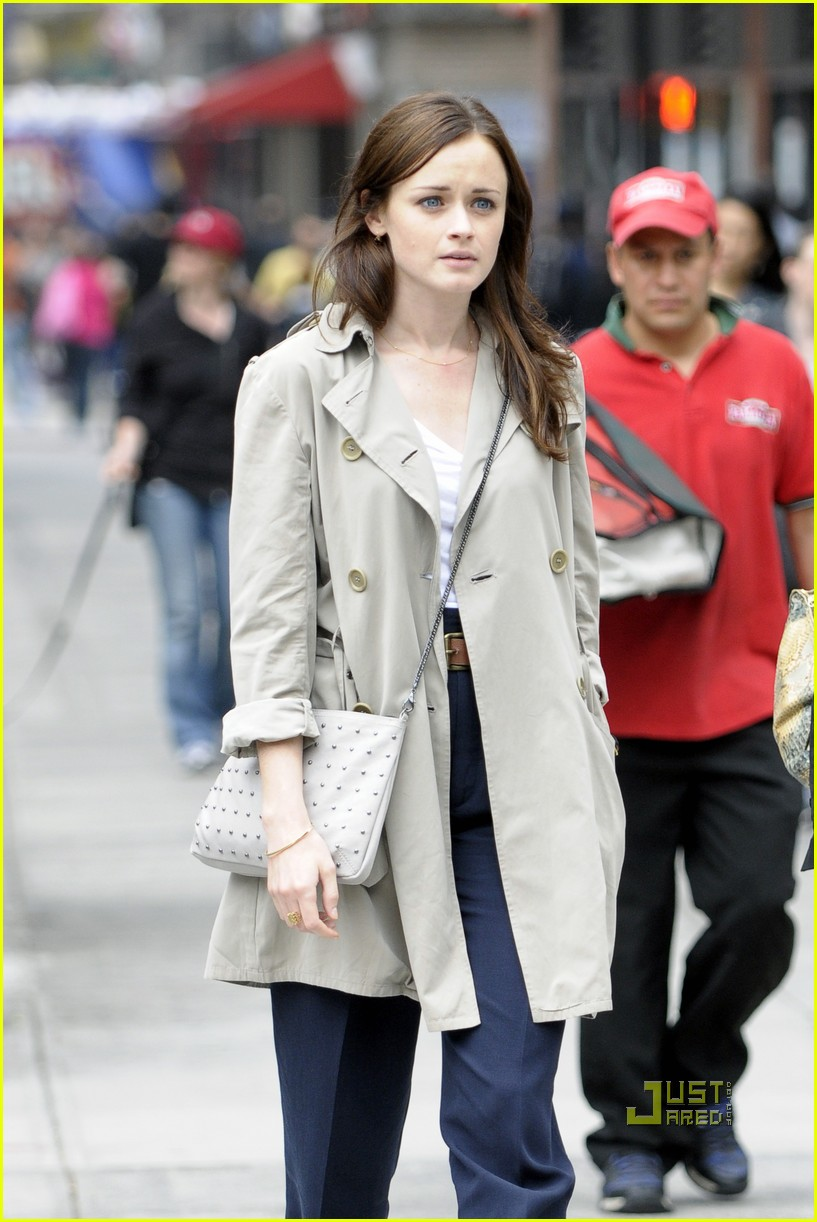 alexis bledel lunch friend nyc trenchcoat 01