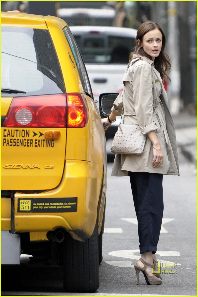 alexis bledel lunch friend nyc trenchcoat 05