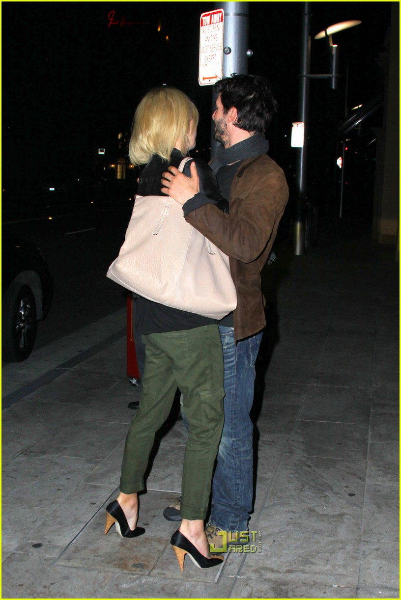charlize theron keanu reeves kissing 05