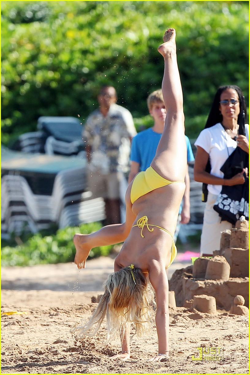 Brooklyn Decker: String Bikini Cartwheels: Photo 2450211