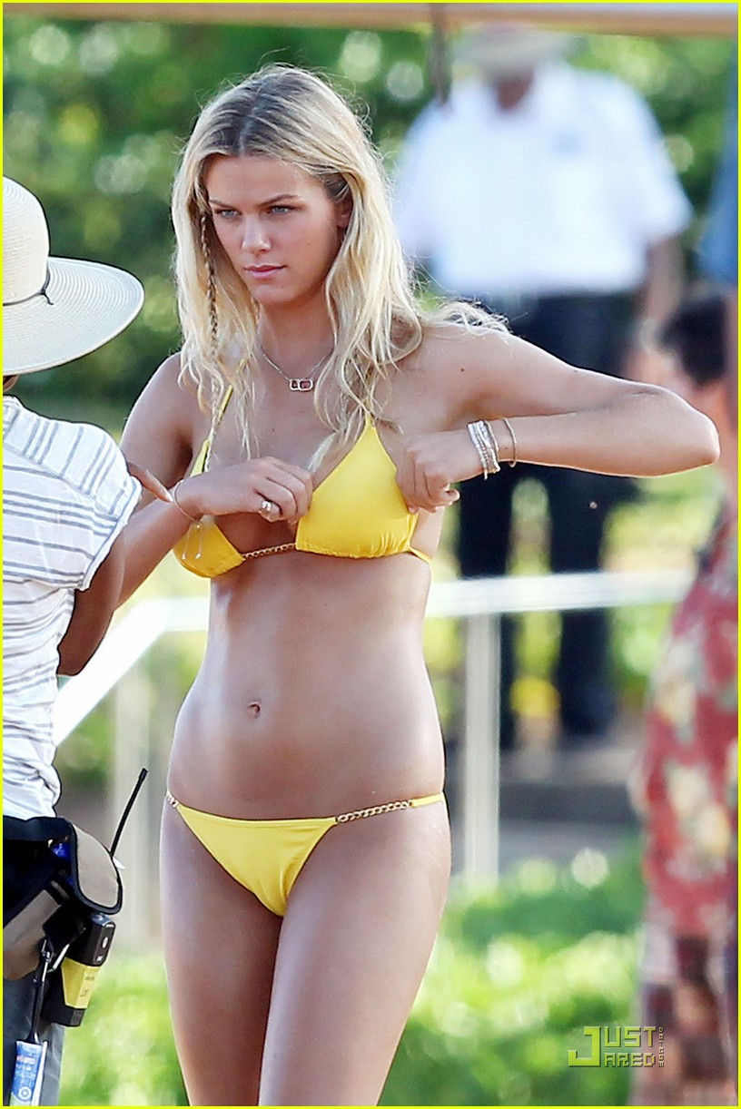 brooklyn decker bikini cartwheels.jpg 03