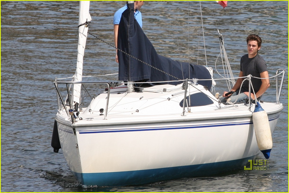 zac efron sailing vancouver 09