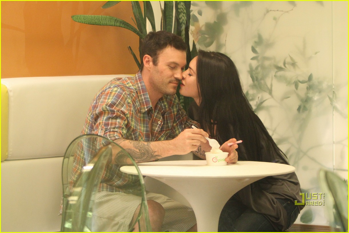 megan fox brian austin green pinkberry birthday celebration 18