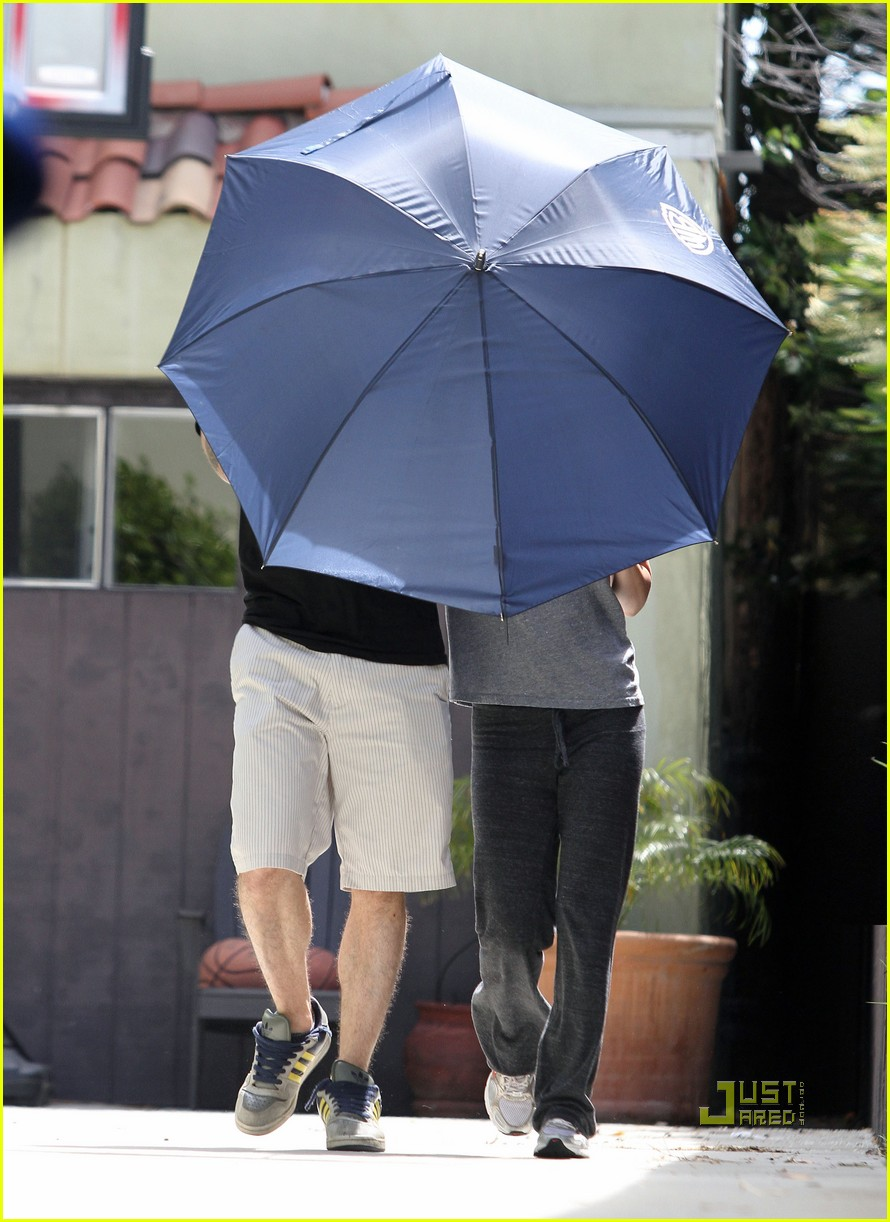 megan fox brian austin green umbrella 01
