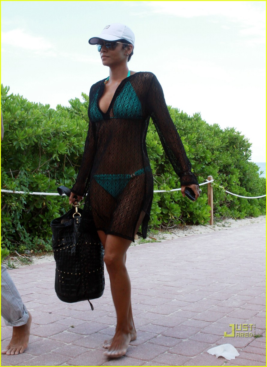 halle berry miami beach babe 13