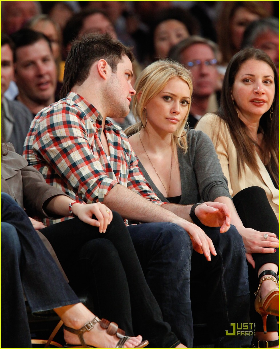 hilary duff mike comrie courtside couple 09