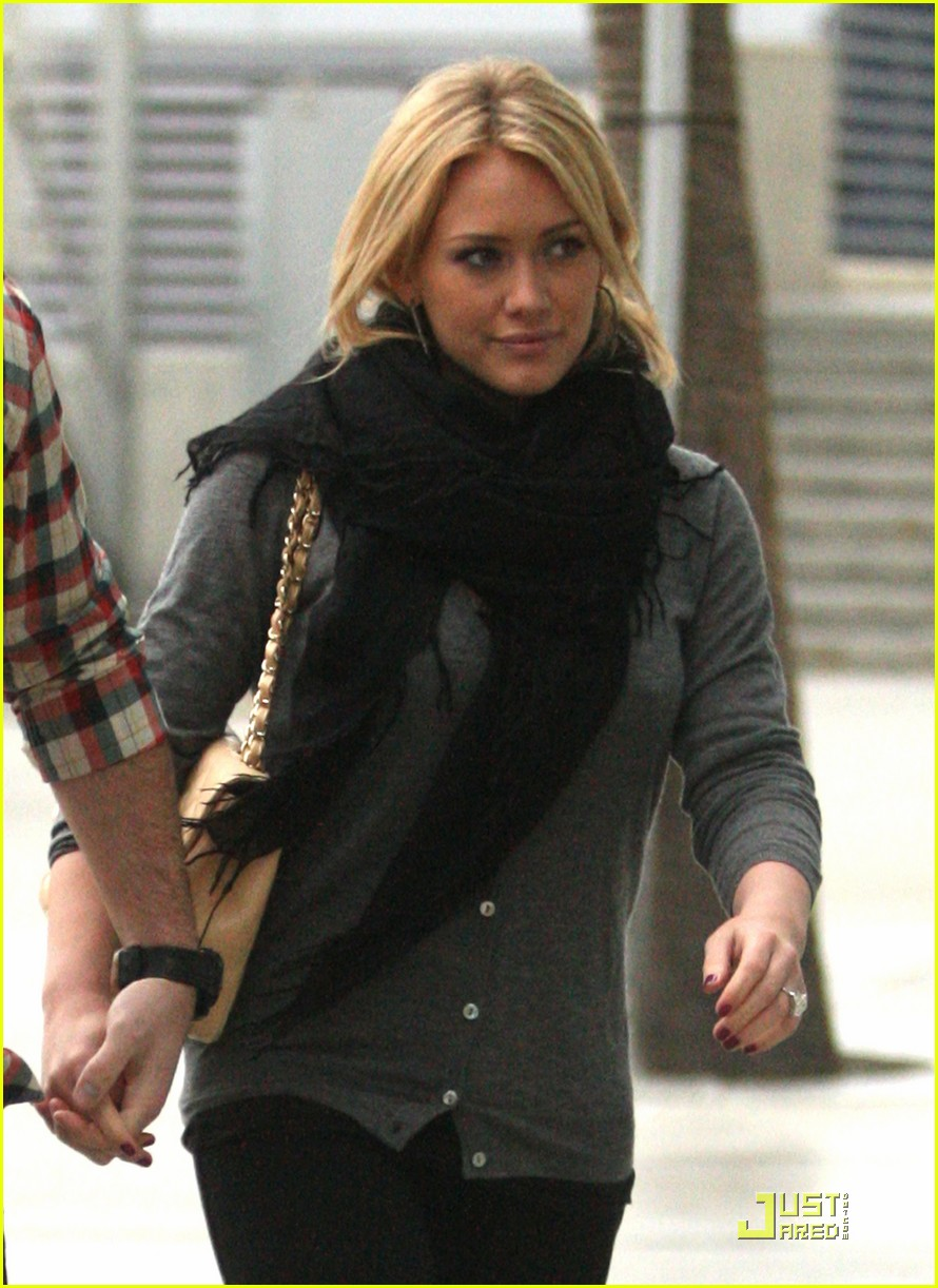hilary duff mike comrie courtside couple 14