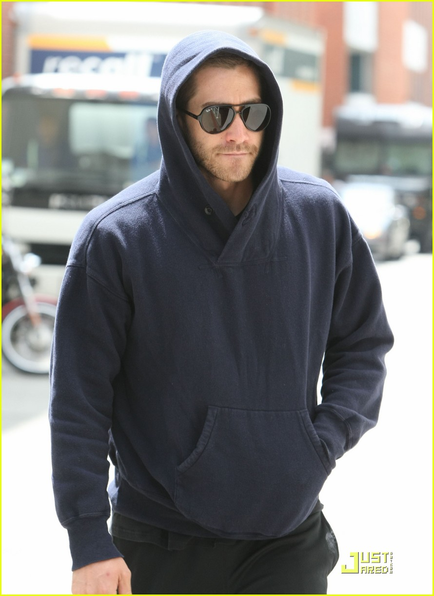 jake gyllenhaal a true gentleman 03