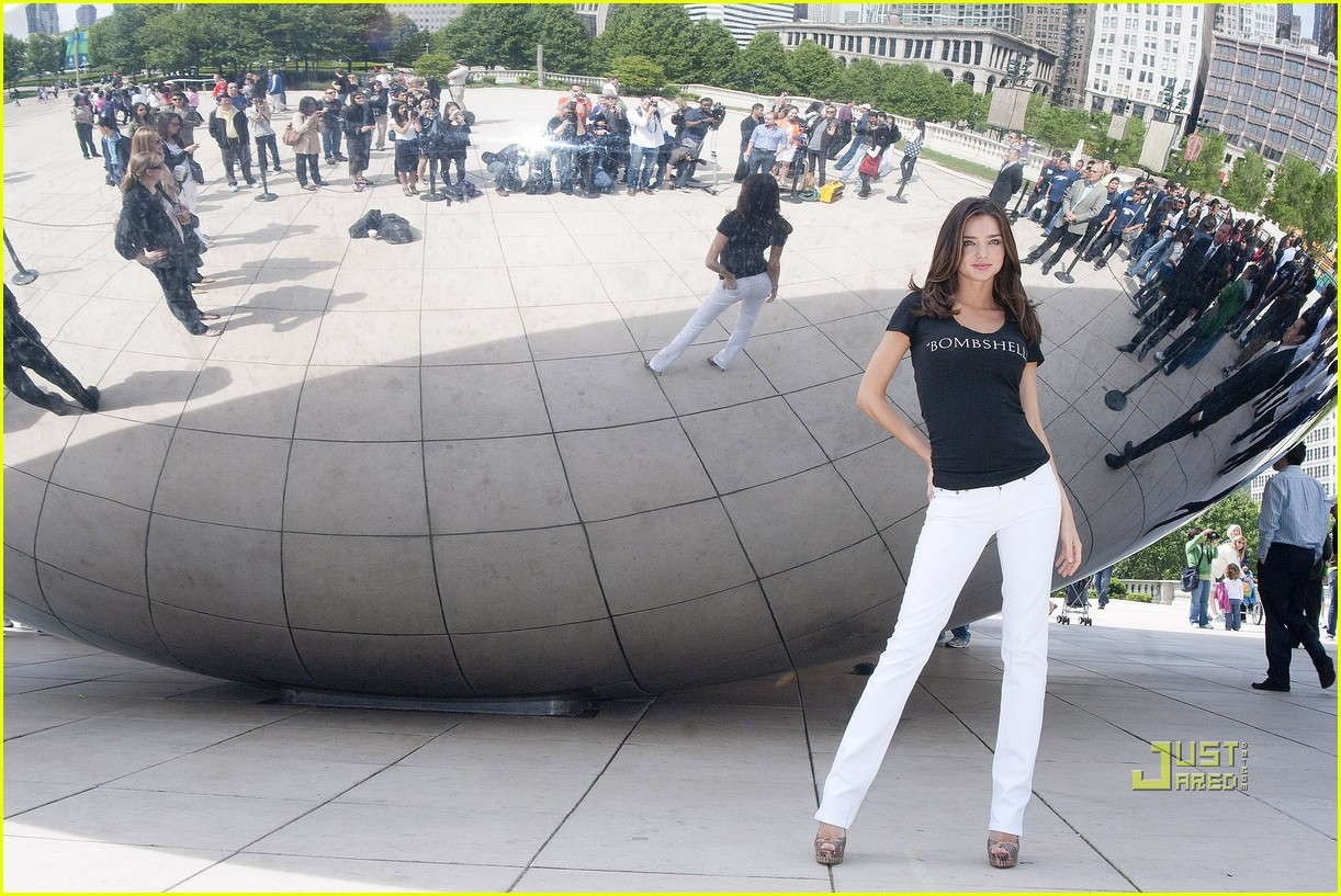 miranda kerr miraculous millennium park chicago 07