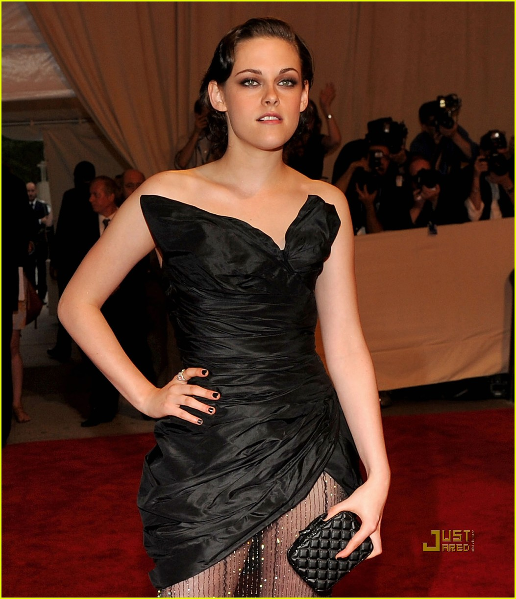 kristen stewart met ball 2010 04