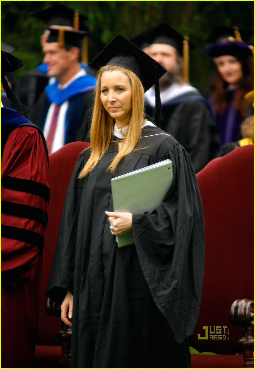 lisa kudrow vassar college commencement meryl streep 06